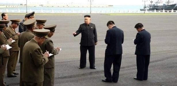 """Plano Brasil/Quiz: """"Por que generais anotam o que líder norte-coreano fala?"""""""