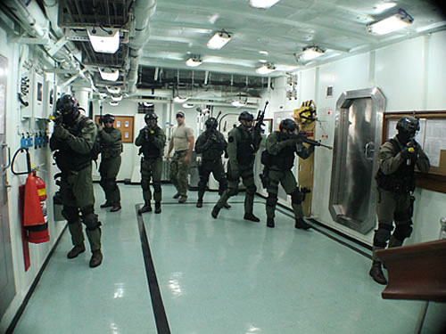 GRUMEC realiza adestramentos com equipe SEAL da Marinha dos Estados Unidos da América