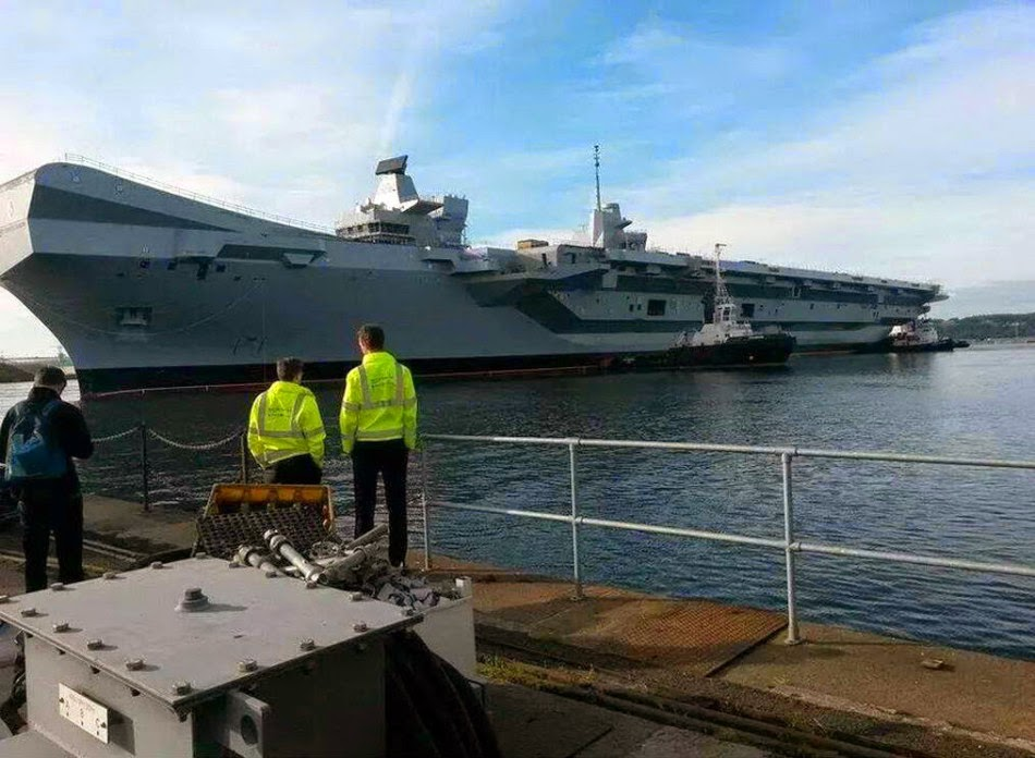 Britain's Queen Elizabeth aircraft carrier out of the docks for first time 4