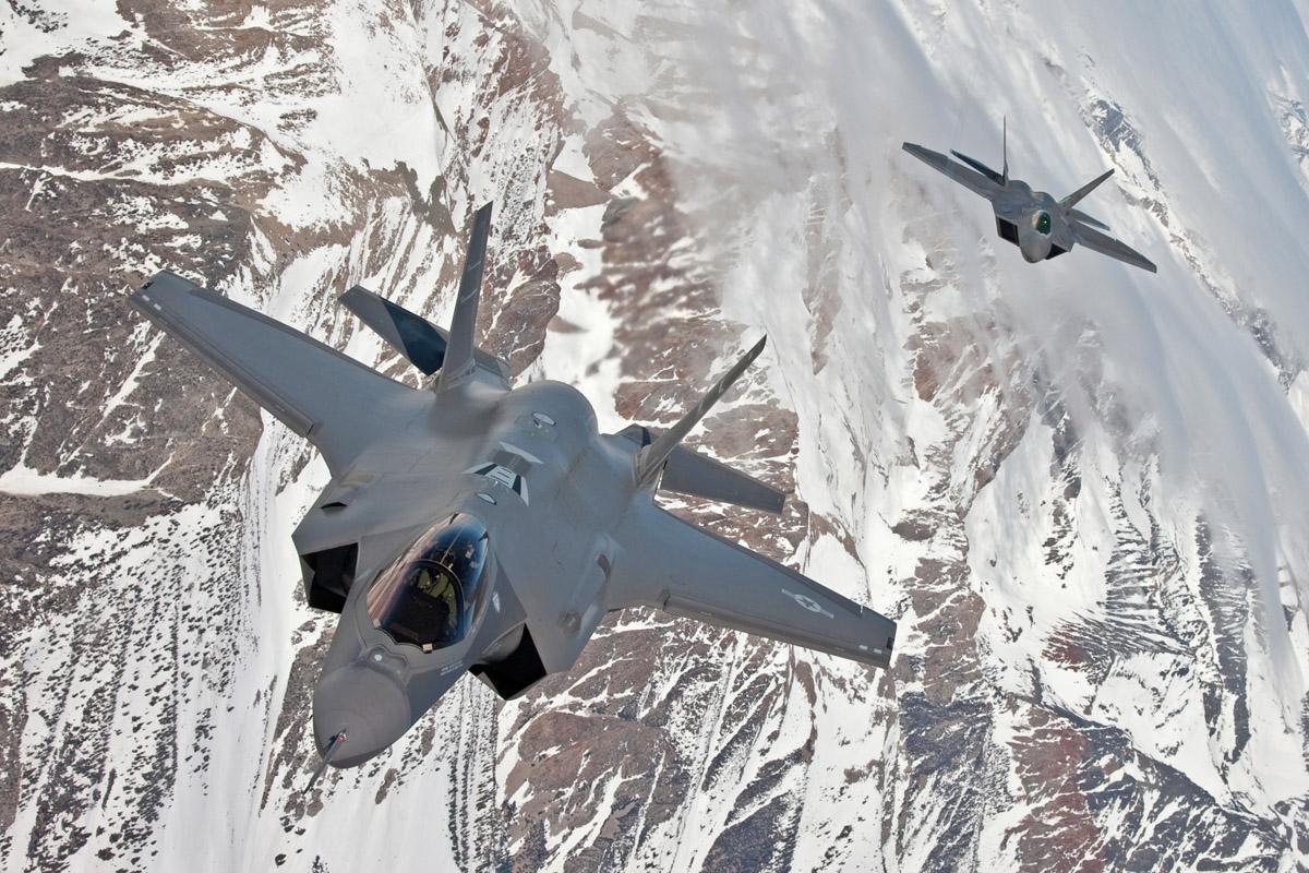 Chineses roubaram dados sobre F-22 e F-35