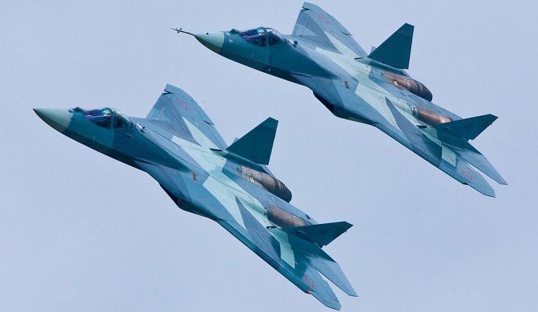 Sukhoi espera para 2015 assinatura de contratos  para caças Su-35S e PAK-FA