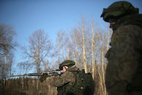 Vídeo: Dragunov, um fuzil devastador em mãos treinadas