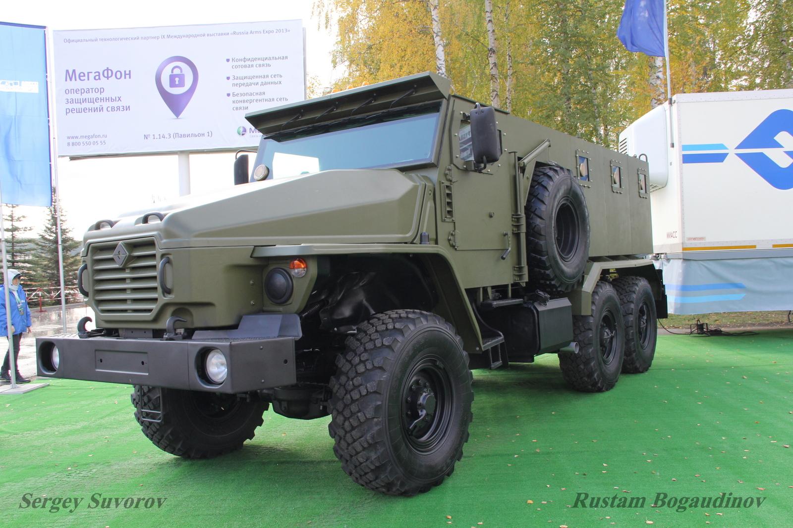 Ministério do Interior russo apresenta os novos veículos  blindados Ural-4320VV