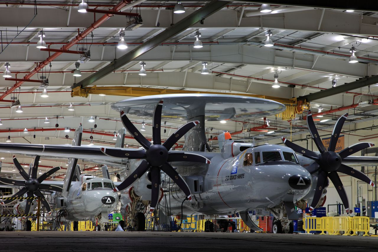 US Navy adquire 25 novas aeronaves AWACS E-2D Advanced Hawkeye