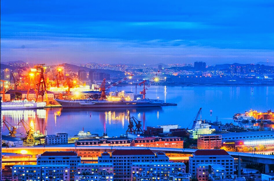 Images of the day Chinese People's Liberation Army (PLAN) Liaoning aircraft carrier under sunset (3)