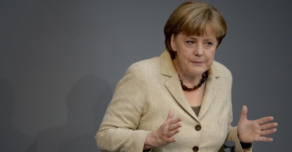 Óbvio para alguns, irracional para outros: Merkel é contra a instalação de bases da OTAN na Europa Central