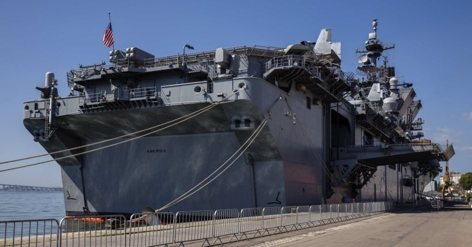 -das-mais-modernas-embarcacoes-da-marinha-dos-estados-unidos-esta-ancorado-no-pier-da-praca-maua-zona-portuaria-do-rio-de-janeiro-a-1407422327064_956x500
