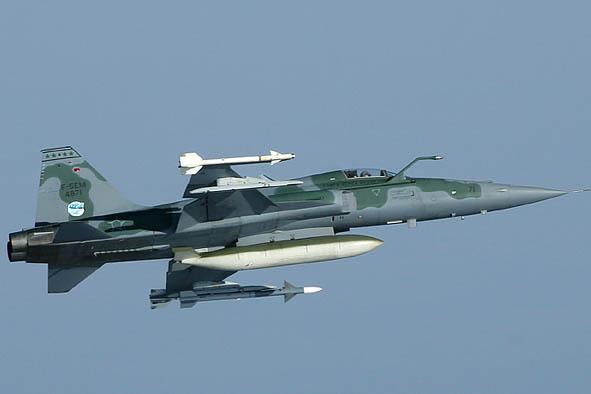 Mais uma modernização de F-5