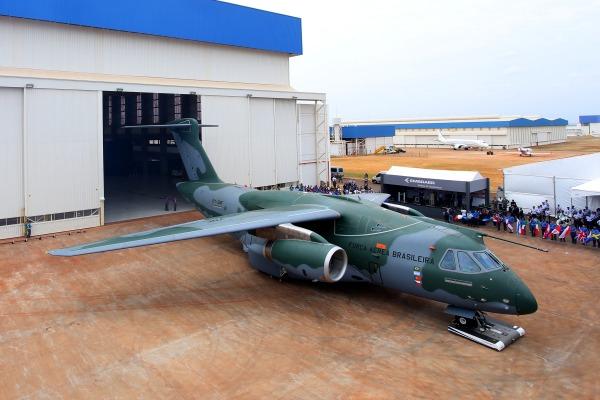 Novo avião da FAB é apresentado em São Paulo
