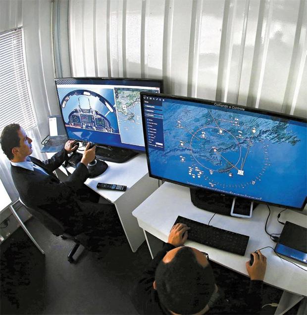 Mectron está testando a forma final do LinkBR2, novo sistema de orientação de caças para a FAB