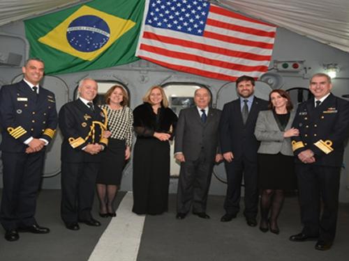 """Navio-Escola """"Brasil"""" atraca na cidade de Baltimore (EUA)"""