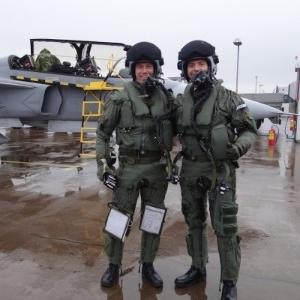 Pilotos da FAB fazem primeiro voo com caças comprados da Suécia