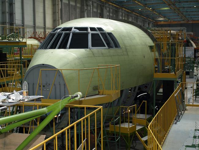 Linha de montagem do IL-476