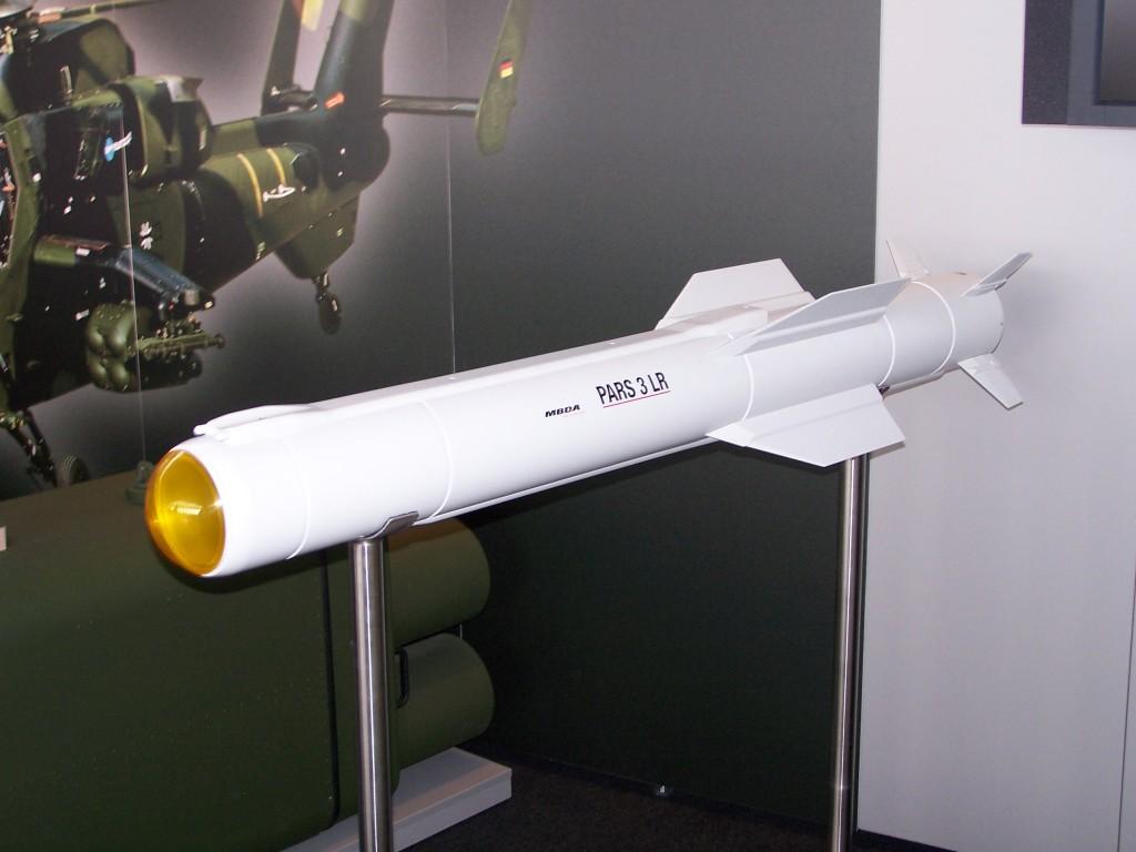 O Míssil PARS3LR também equipa a suite de armas disponível aos Tiger.