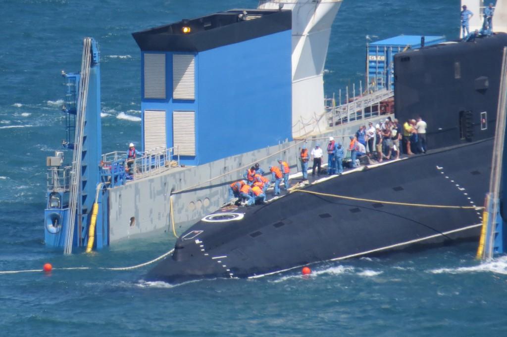 Terceiro submarino Project 06361 é entregue a Marinha do Vietnã