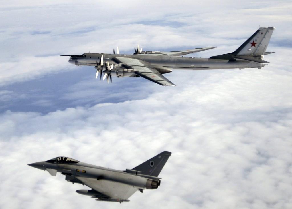 """Michael Graydon, ex-comandante sênior da RAF afirma """"Rússia nos esmagaria se houvesse um confronto real""""."""