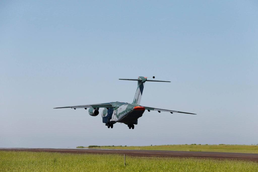 voo do KC 390 Embraer (1)