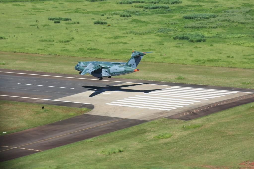 voo do KC 390 Embraer (8)