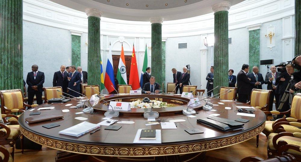 Rússia quer realizar encontros regulares entre ministros das comunicações dos BRICS