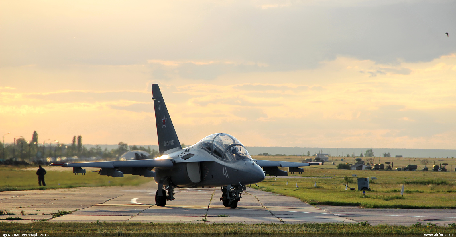Rostec: Jato de treinamento russo YAK-130 poderá incorporar equipamentos brasileiros