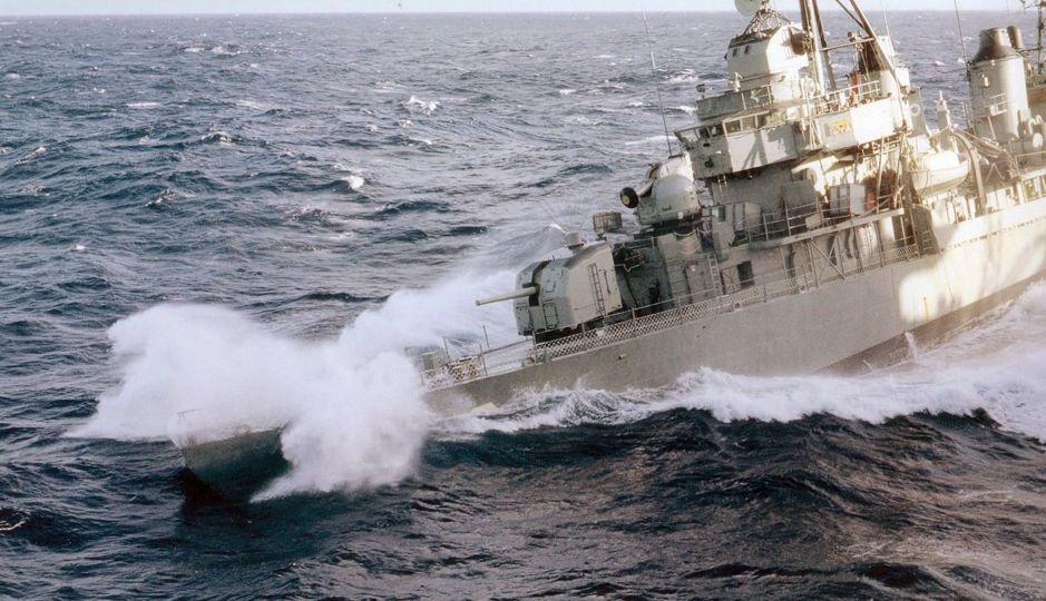 """Plano Brasil/ Fotografia: """"Caturro de proa do ex- contratorpedeiro (ex-destroyer) Classe Fletcher USS Nicholas DD 449"""""""