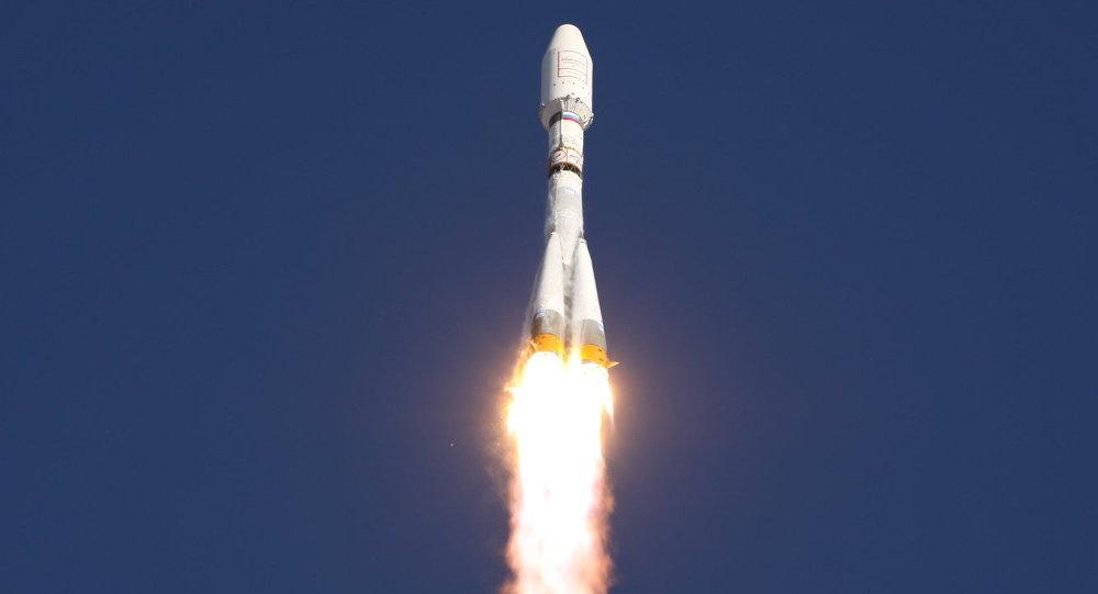 Rússia lança foguete Soyuz com satélite militar