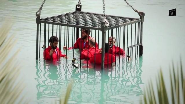 Estado Islâmico afoga espiões dentro de gaiola em piscina