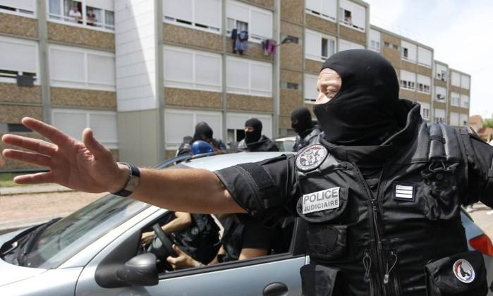 'Onda de brutalidade está cada vez mais difícil de conter', avalia sociólogo francês