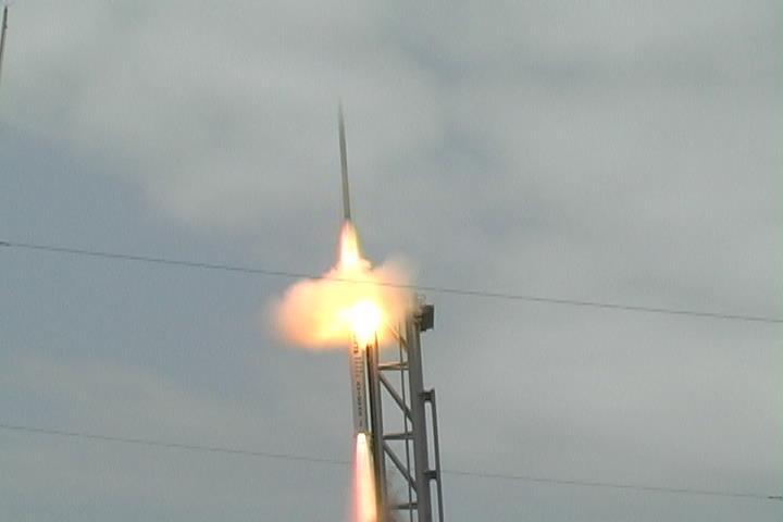 Em Alcântara (MA), Alto-Comando da Aeronáutica prestigia lançamento de foguete de treinamento