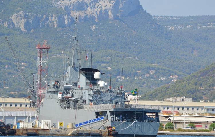 Escala: NE 'Brasil' flagrado em porto francês do Mar Mediterrâneo