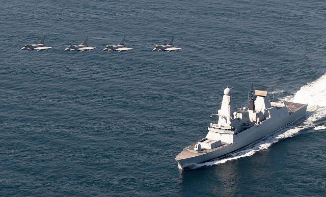 HMS Defender pronto para o serviço operacional