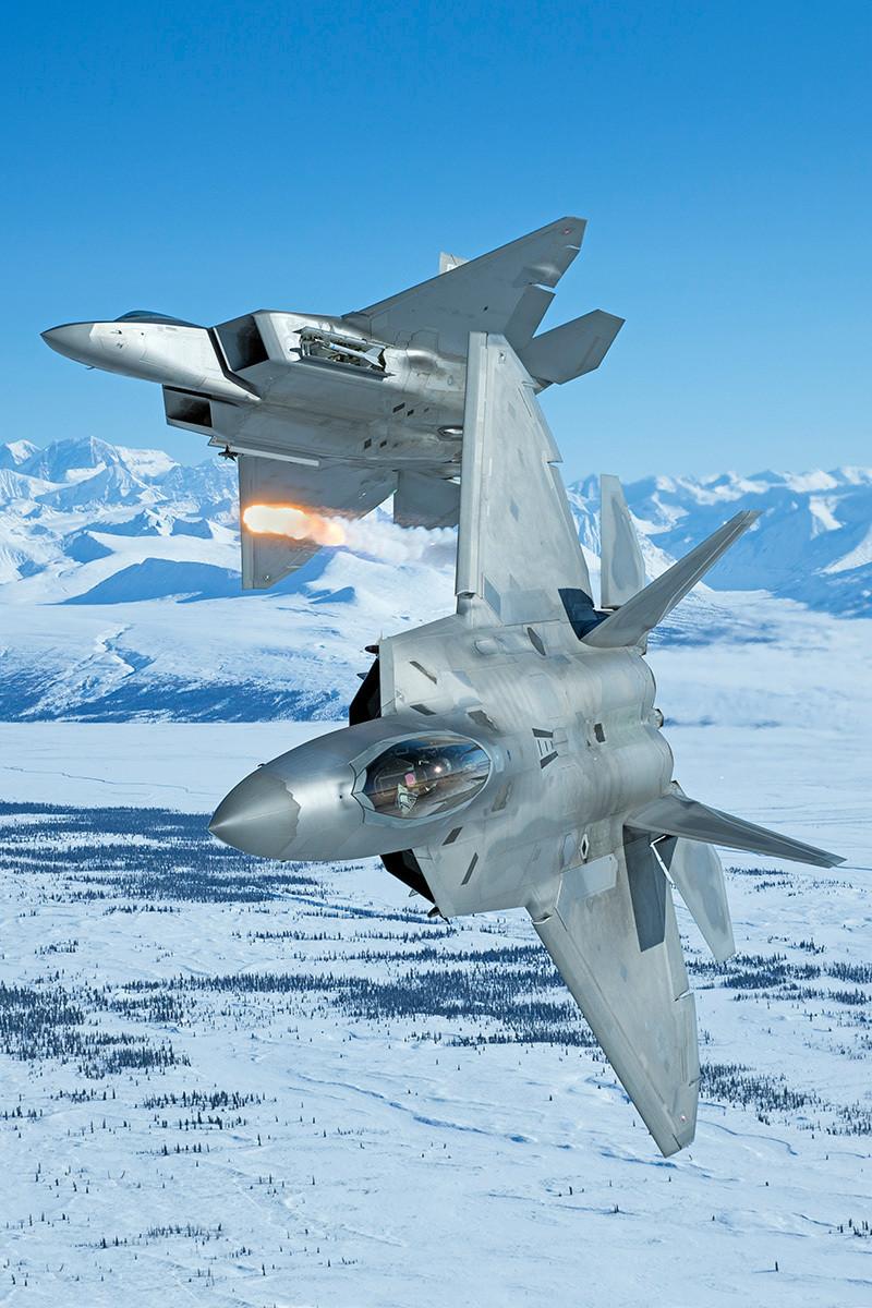 Defesa em Arte: F 22 A em treinamento nos céus do Alaska
