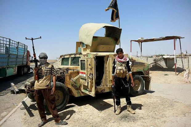 Estado Islâmico combate com armas americanas, diz relatório