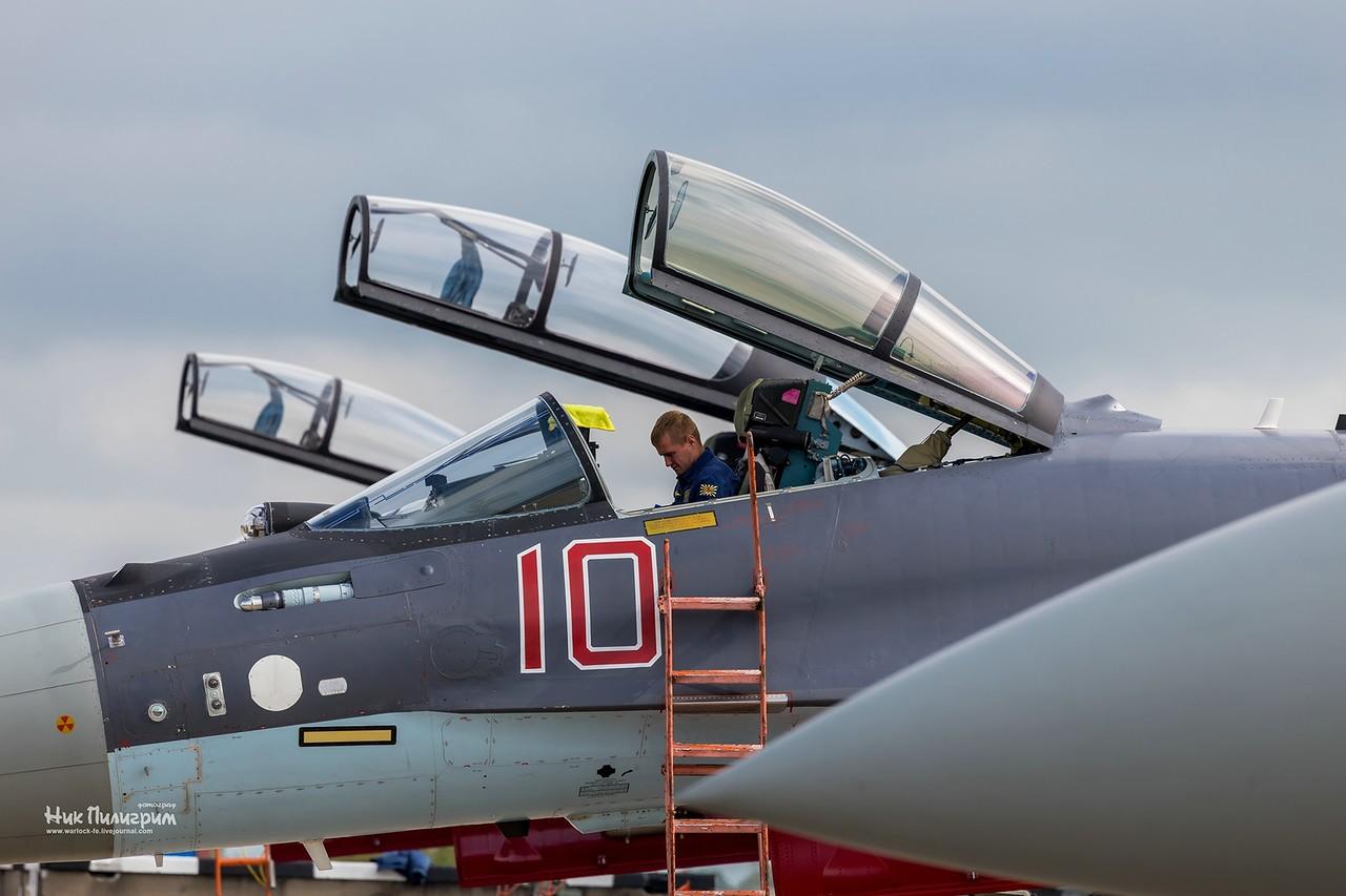 VKS executa exercícios com tiro real para os caças Su-27SM Su-30M2 e Su35