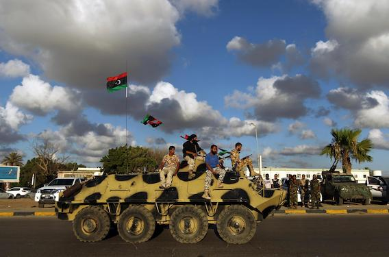 Após ditadura, caos assola a Líbia