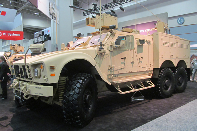 Oshkosh revela o MRAP All-Terrain Vehicle (M-ATV) 6 × 6