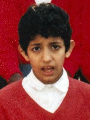 Na escola, em Londres, ele sofreu bullying e se dizia humilhado pelas meninas por ter mal hálito