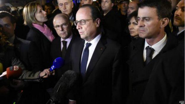 O presidente François Hollande foi até o Bataclan após mortes registradas no local