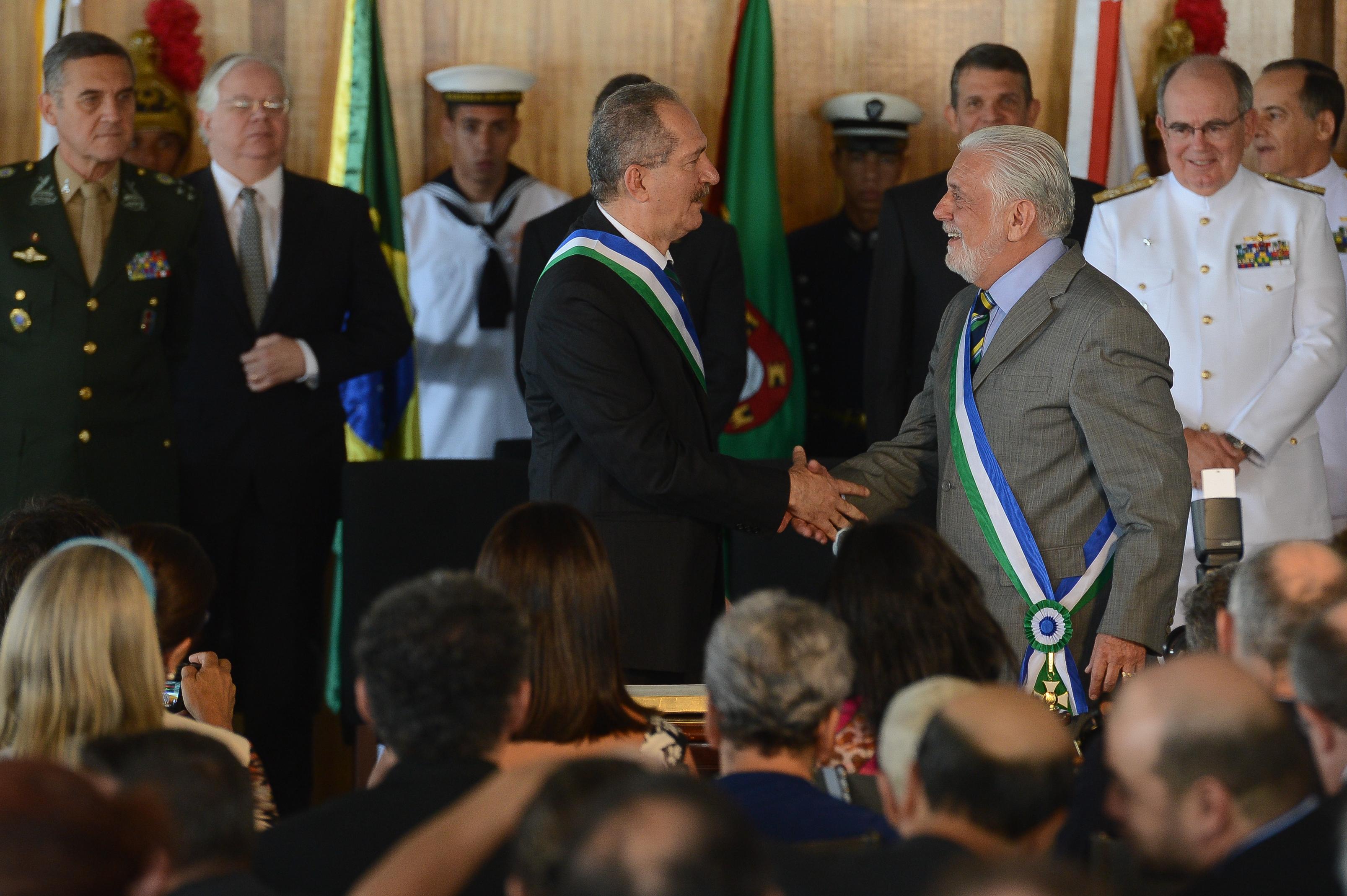 O ministro esquisito: 'inovações' e espírito criativo de Aldo Rebelo na Defesa dão margem a comentários irônicos nas Forças Armadas