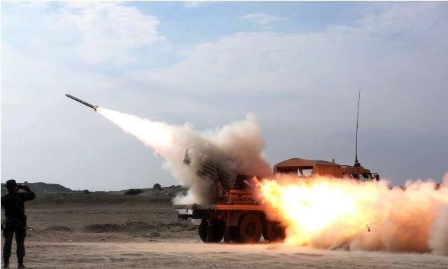 Peruanos respondem aos chilenos realizando campanha de tiros diurnos e noturnos com lançador múltiplo de foguetes chinês