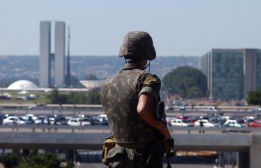 """General do exército avisa: """"Estamos em uma situação extremamente difícil, mas jamais agiremos contra o povo"""""""