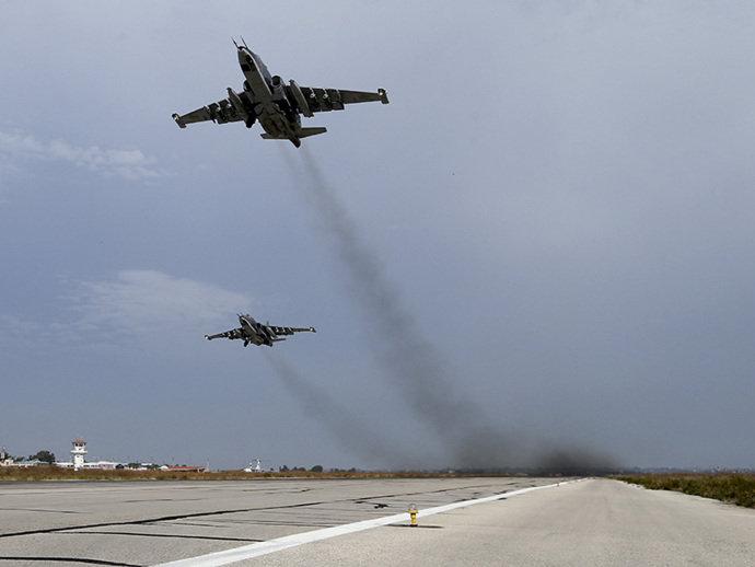 Aviões russos e americanos agora conseguem se comunicar na Síria