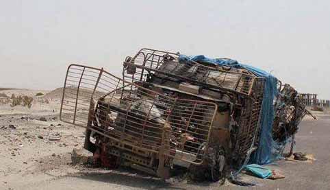 MRAP destroçado por IED no Iêmen. Veículo pertencente as forças dos EAU. Três soldados morreram nesta emboscada. Foto: Asia Defense News.