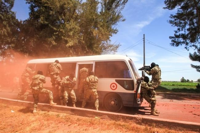 Forças especiais do Peru e dos EUA fortalecem laços com exercício combinado