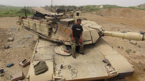 yemeni-reporter-inside-saudi-arabia-posing-on-a-abrams-tank-in-jizan