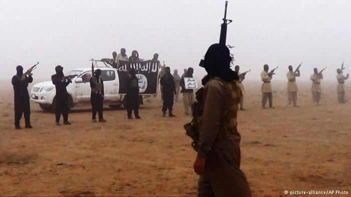 Imagem de propaganda do EI: a organização terrorista está conectada internacionalmente
