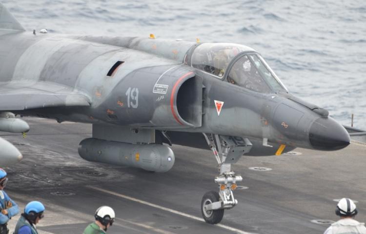 SEMemopera%C3%A7%C3%A3onoporta-avioes.jp