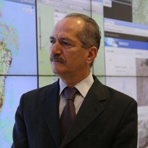 28fev2015---o-ministro-da-ciencia-e-tecnologia-aldo-rebelo-participou-neste-sabado-2802-do-lancamento-do-projeto-de-monitoramento-do-sistema-cantareira-1425169024663_300x300