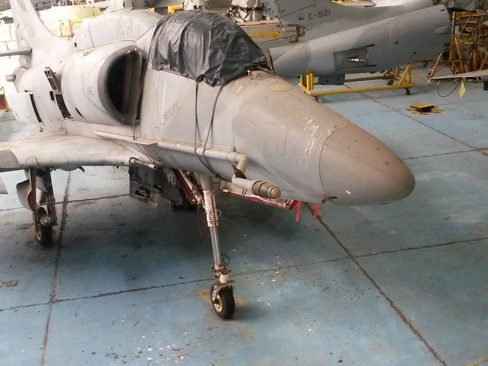 Jane's diz que Força Aérea Argentina tentará devolver cinco caças A-4AR Fightinghawk ao voo