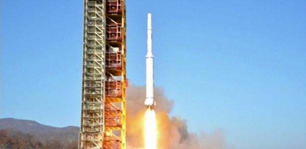 Coreia do Norte desafia advertências da comunidade internacional e lança foguete de longo alcance anunciado como 'projeto científico'